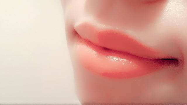 唇 ぷるぷる 方法