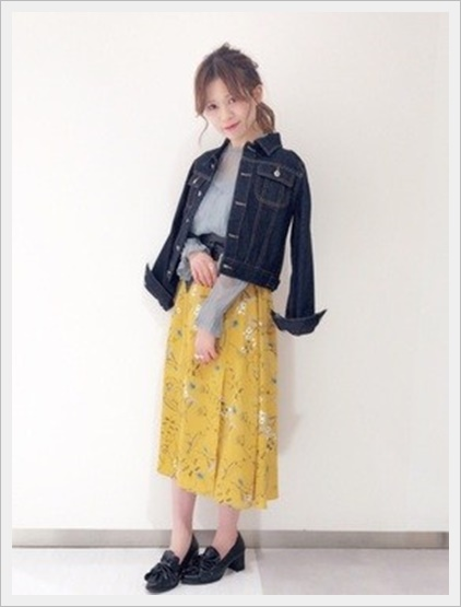 花柄スカート コーデ 春 黄色